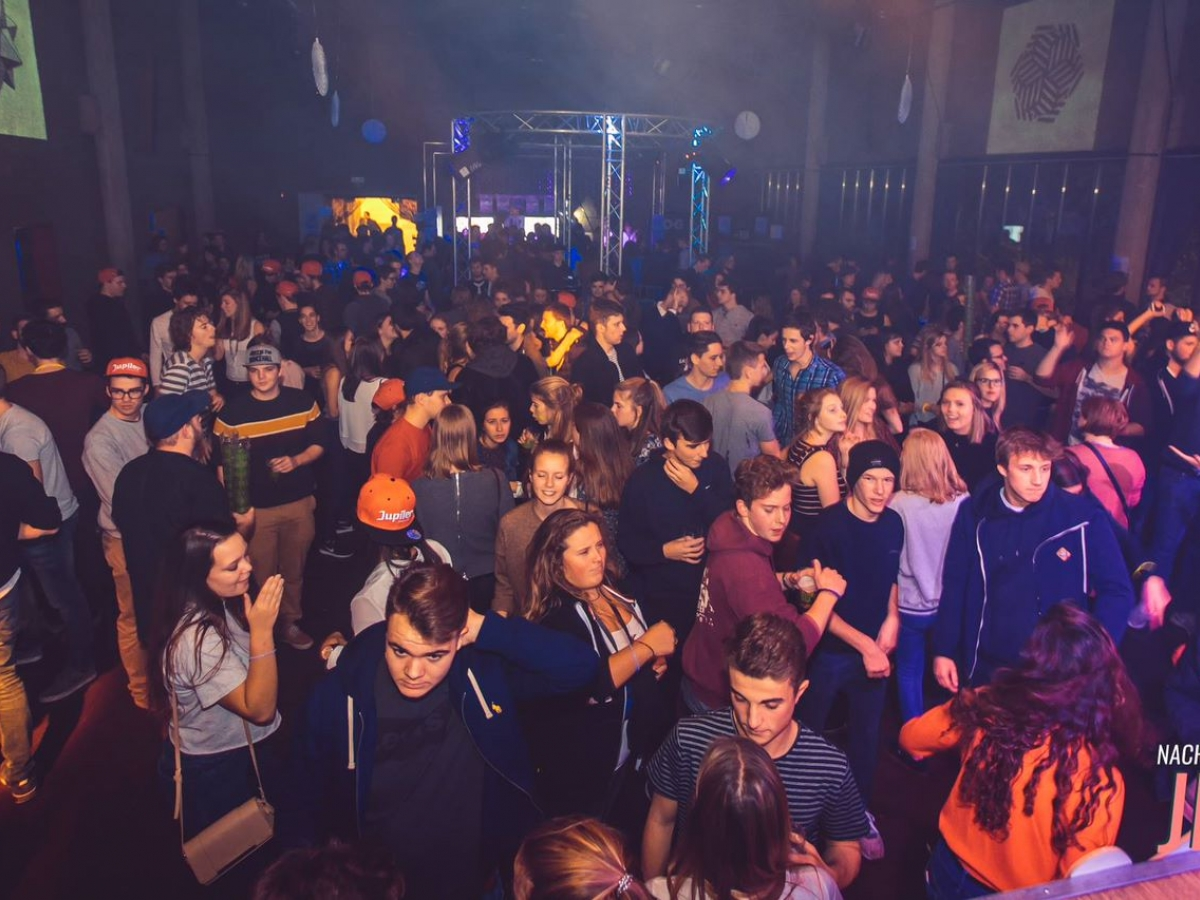 foto van de jeugd tijdens de nacht van de Dilbeekse jeugd