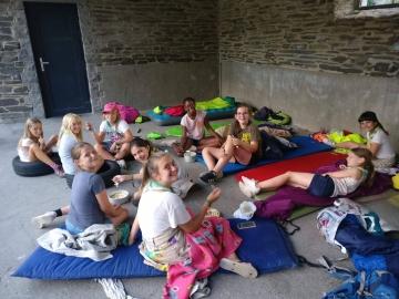 jongeren op kamp