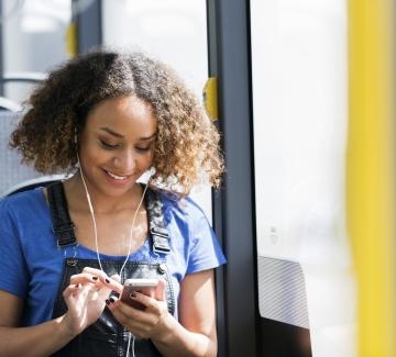 foto van dame in de bus