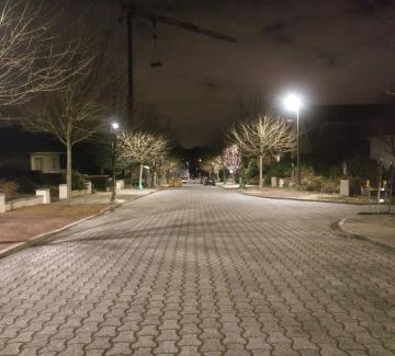 Foto van straat met nieuwe LED-verlichting
