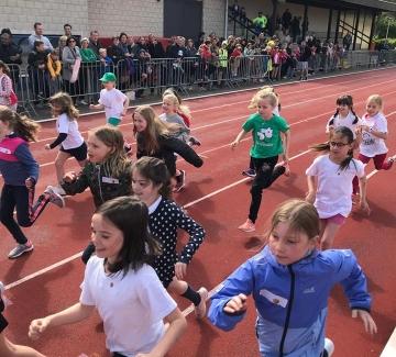 Foto van lopende kinderen