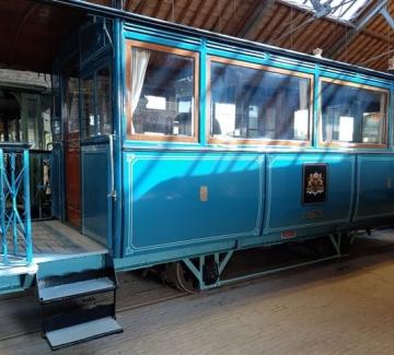 Een van de trams uit het museum