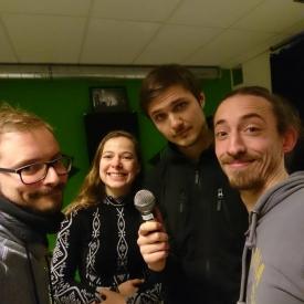 Groepsfoto jongeren podcast