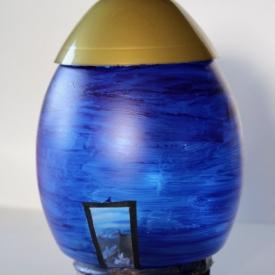 blauwe ruimteraket met goud