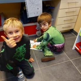 twee jongens verkleed