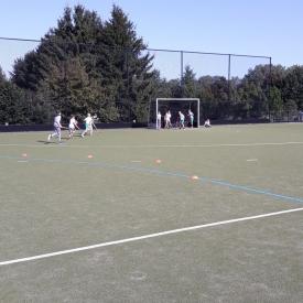 kinderen hockey spelen